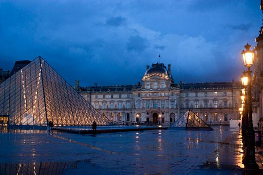 louvre-night-rain